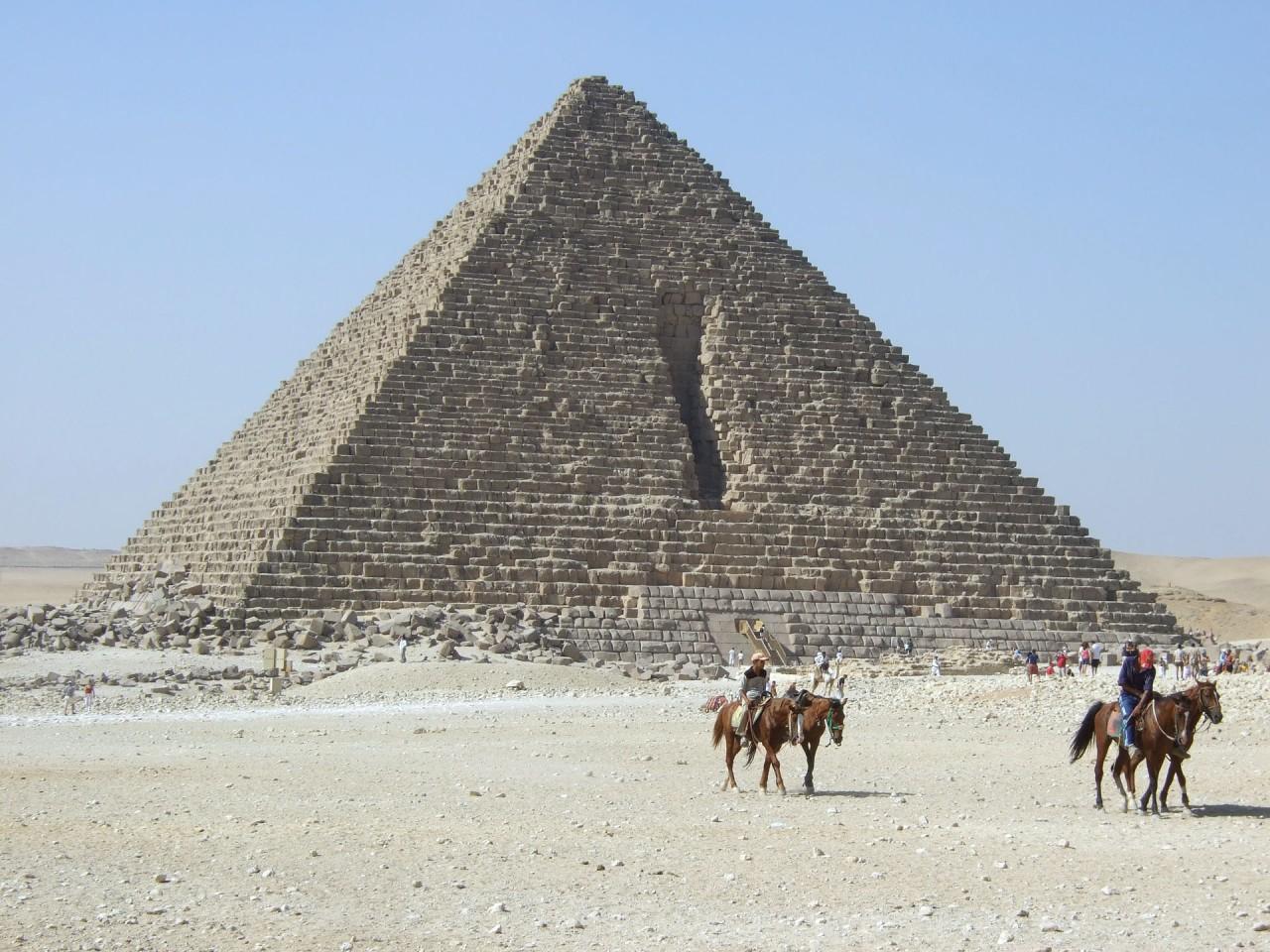 Menkaures_Pyramid_Giza_Egypt
